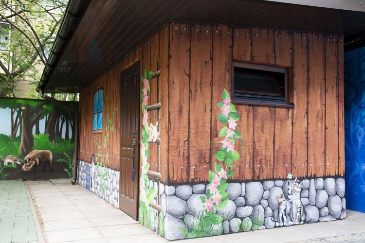 domek-malowany-dekoracja-fasady-przedszkole-3