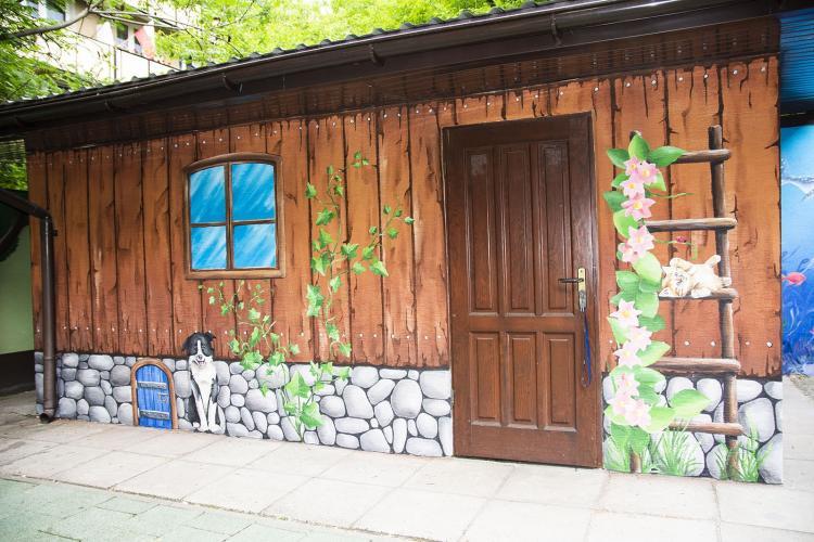 domek-malowany-dekoracja-malowane-deski-pracownia